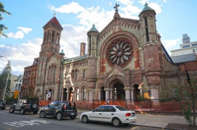 Vicar Invites Muslims to Pray in Church for Ramadan Celebration