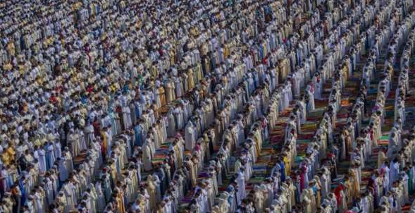 Muslims Prepare for Eid Al-Fitr Across the Globe