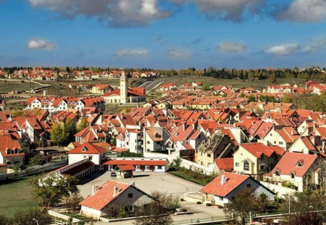 The International Ifrane Festival promotes the touristic, economic, and natural potential of the region.