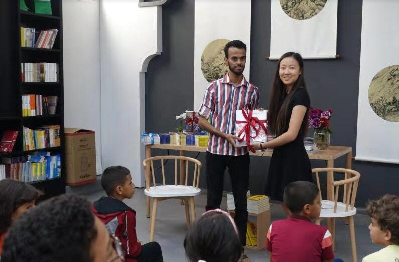 Chinese Cultural Understanding Through the Lens of Children's Books