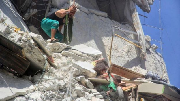 Heartstopping Photo Shows Syrian Girl Saving Her Sister