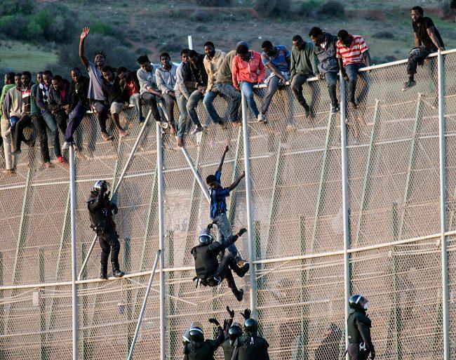 Hundreds of Migrants Rush Border Fence in Melilla