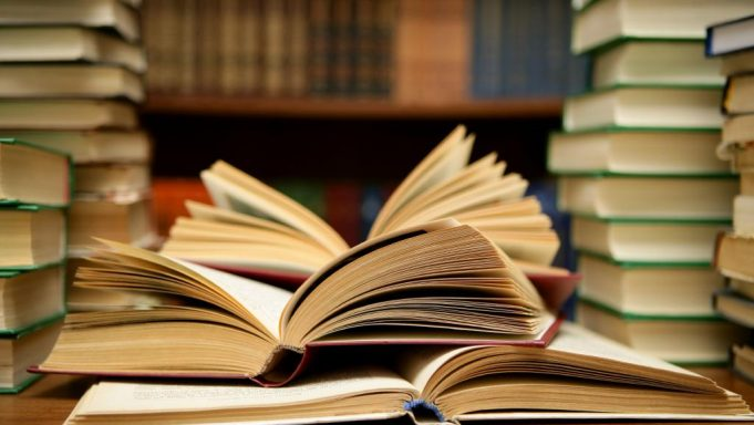 Morocco Donates Hundreds of Books to Iraq's University of Mosul