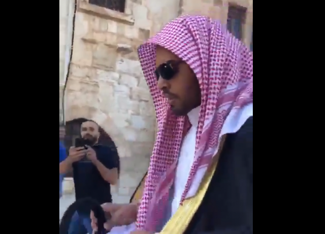 Palestinians Force Saudi pro-Israel BloggerMohammed Saud Out of Al Aqsa Mosque