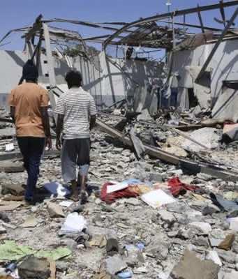 Tripoli: 7 Moroccans Killed Following Air Raid on Migrant Center