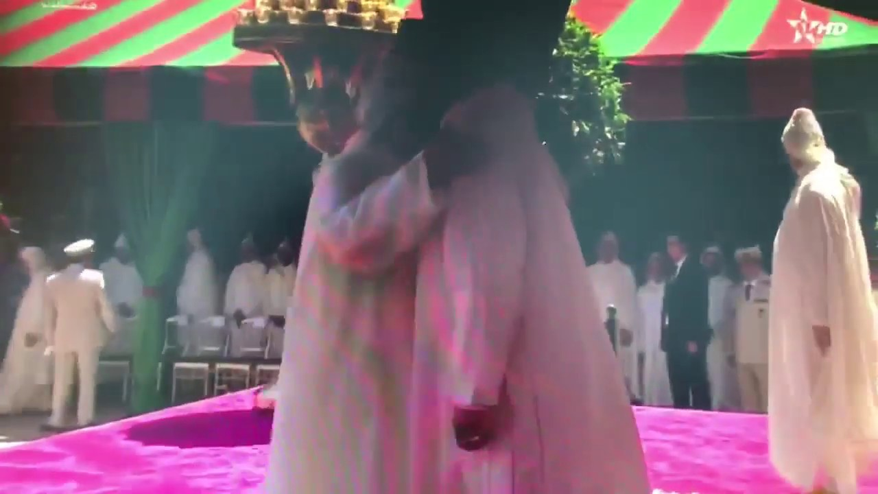 Video: Head of Government El Othmani Trips Before Greeting King Mohammed VI