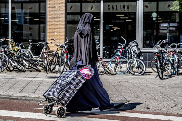 Dutch Burqa Ban in Public Institutions Comes Into Force