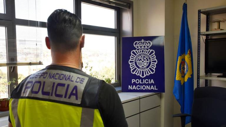 Spanish Police Arrest Five Individuals for Residency Permit Forgery, Scamming Moroccans