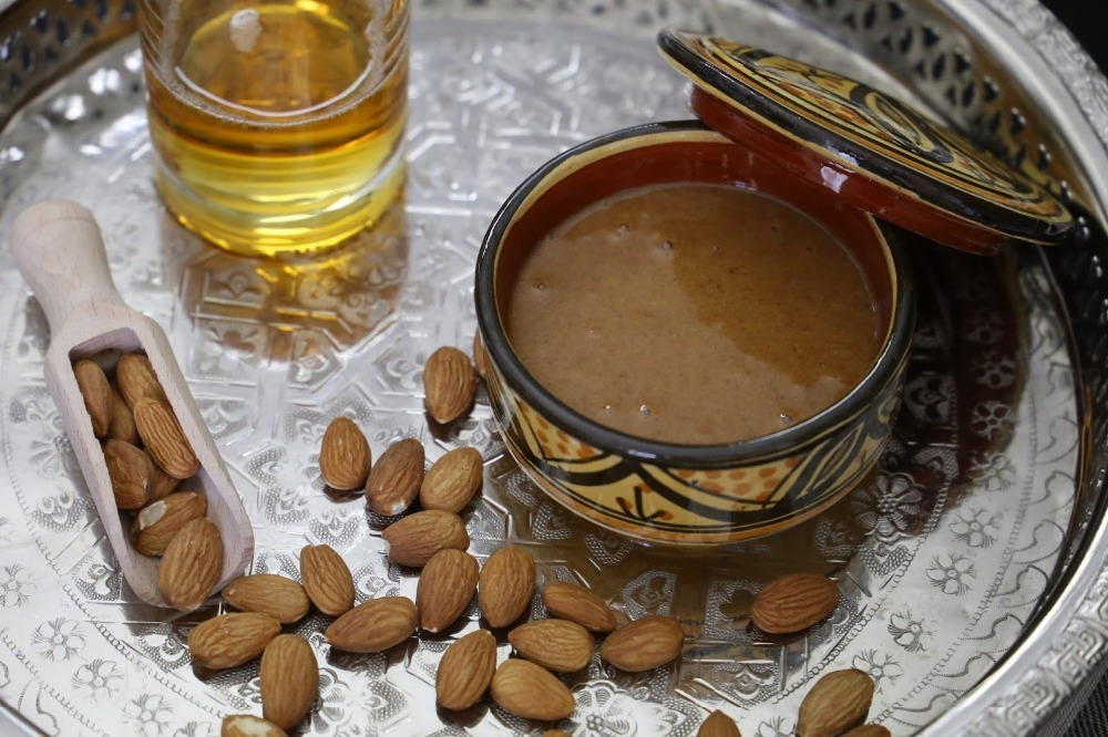 How to Make Moroccan Amlou, Mixture of Argan Oil, Honey, Almonds