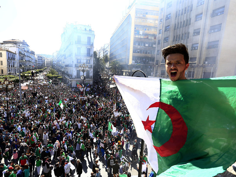 Algerian Army Orders Police to Bar Protesters from Capital