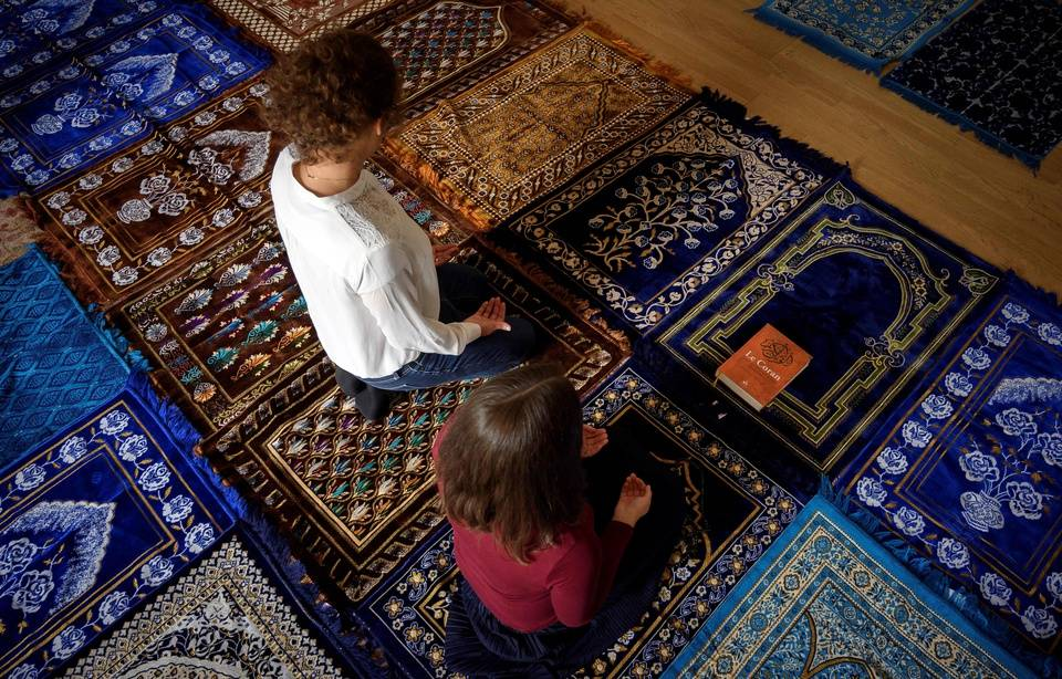 Two Female Imams in Paris Lead First Ever Mixed Gender Prayer