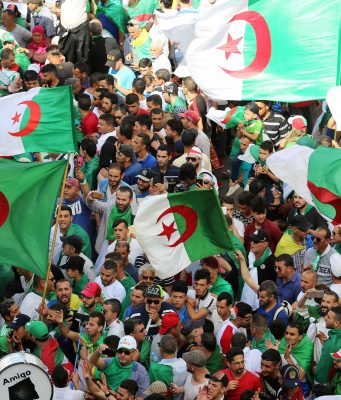 Algerians Ask for Departure of General Salah, Interim Government in 35th of Protests