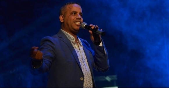 French Court Slaps Moroccan Comedian with 6 Months Suspended Sentence for 'Marital Violence'