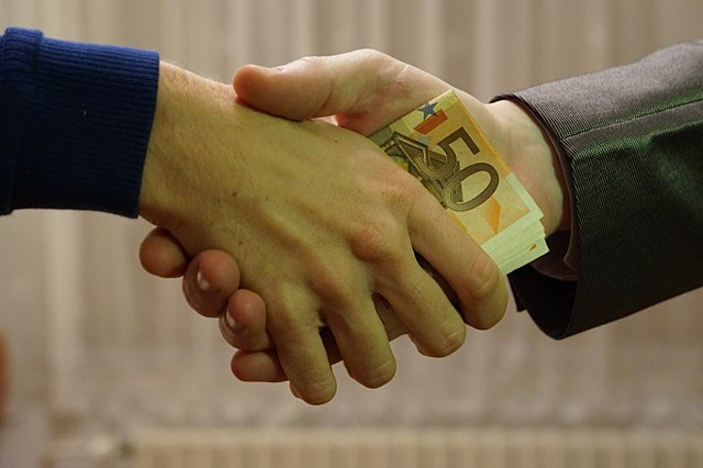 Spanish Court Sentences Expat for Attempting to Bribe Spanish Civil Guard