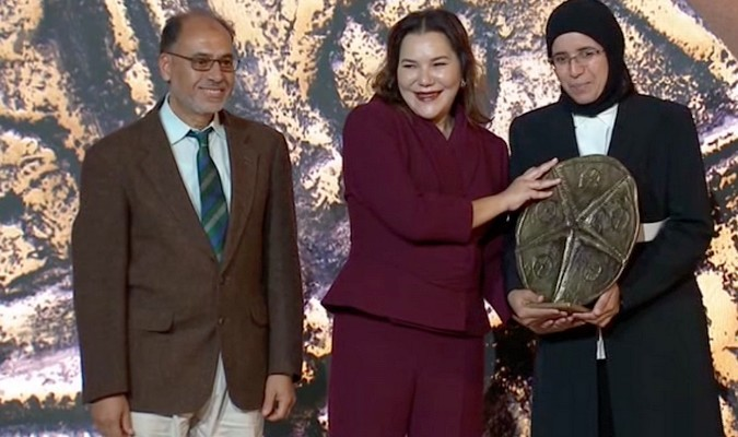 Lalla Hasna Hands Sustainable Coast Award to Youtube Channel