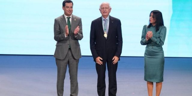 Azoulay Receives 2020 Gold Medal of Andalusia