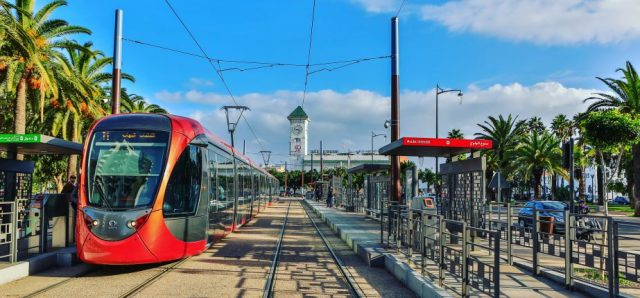 Morocco Launches 'Qra Tewsel' Campaign to Encourage Reading on Tramway