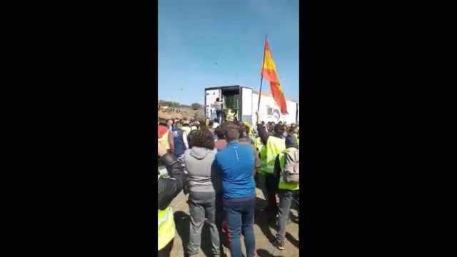 Spanish Farmers Attack Moroccan Trucks in Andalucia