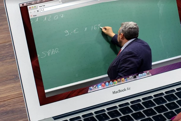 Moroccan Students Enjoy Free Internet Access to Education Websites