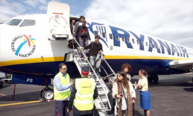 passengers leave ryanair plane