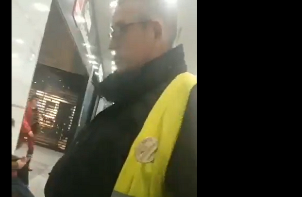 Security Man Insults Moroccans at Girona Train Station, Calls Them 'Stupid'