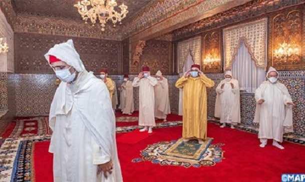King Mohammed VI Wears Face Mask to Preside Over Laylat Al Qadr Prayers