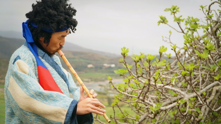 Mino leads a bohemian lifestyle in the north of Morocco