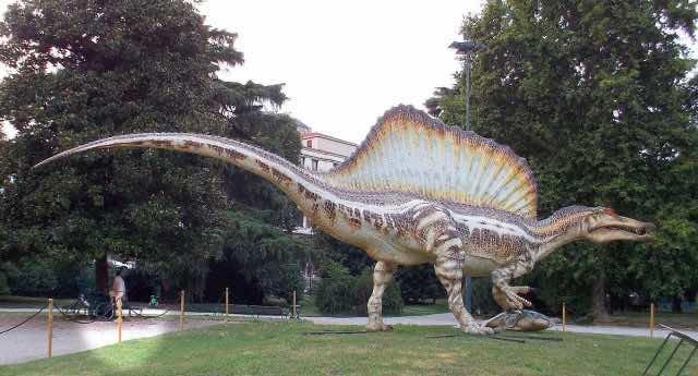 spinosaurus dinosaur water swim