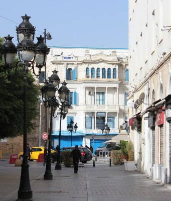 Tunisia Mulls Lockdown as COVID-19 Outbreak Overwhelms Hospitals