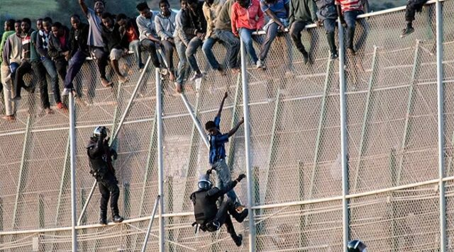 Melilla: 150 Irregular Migrants Scale Border Fences to Leave Morocco