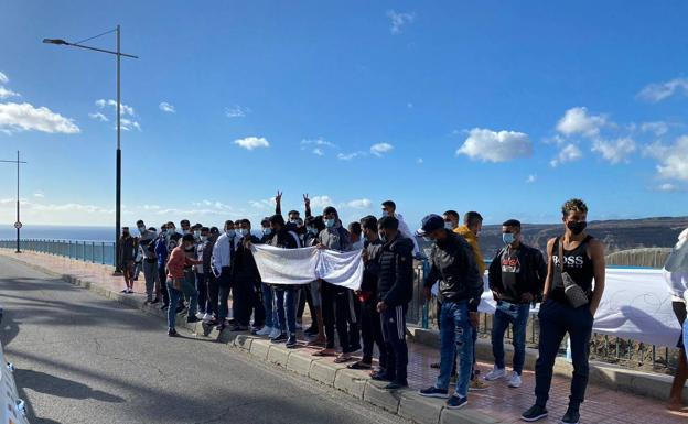 Spain Halts Moroccan Immigrants' Protests in Canary Islands
