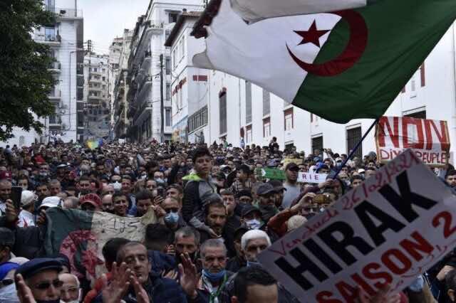 Algeria: Hirak Protests Draw Thousands Despite Heavy Police Presence
