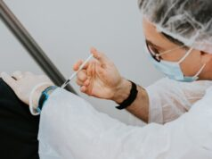 EU Supports AstraZeneca Vaccine Despite Potential to Cause Blood Clots